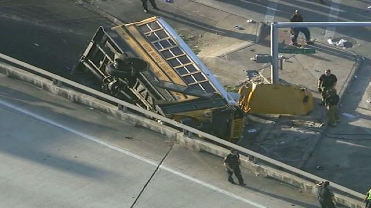 2 students killed, 4 hurt in TX school bus crash