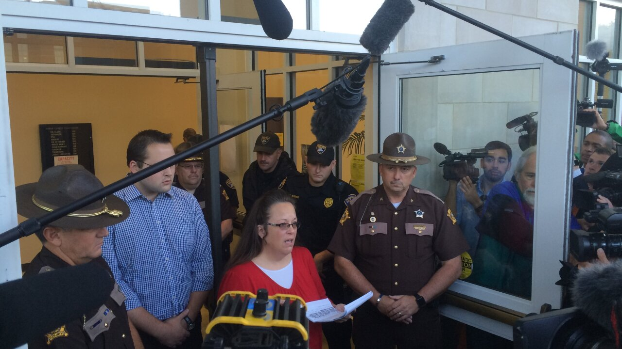 Kim Davis stands ground, but same-sex couple get marriage license