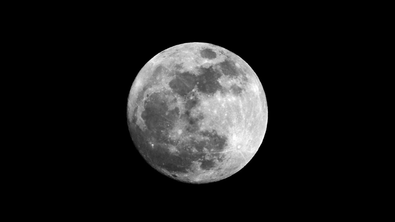 Supermoon closes out the first day of the year