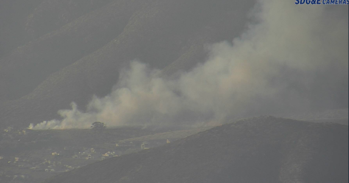 Brush fire sparks in Chula Vista amid dry, windy conditions