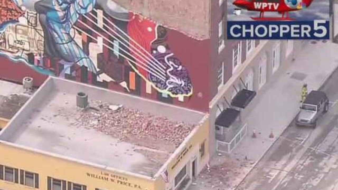 4 hurt in wall collapse in downtown West Palm