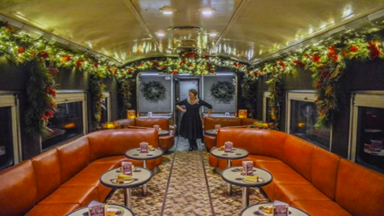 You Can Take A Festive Holiday Train Ride Through The Tennessee Foothills On This Vintage Train