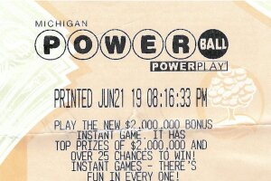 06.25.19-Powerball-06.22.19-Draw-1000000-Dawn-Zendt-Macomb-County.jpg