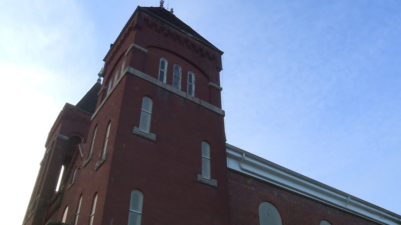 Abandoned church collapses inPetersburg
