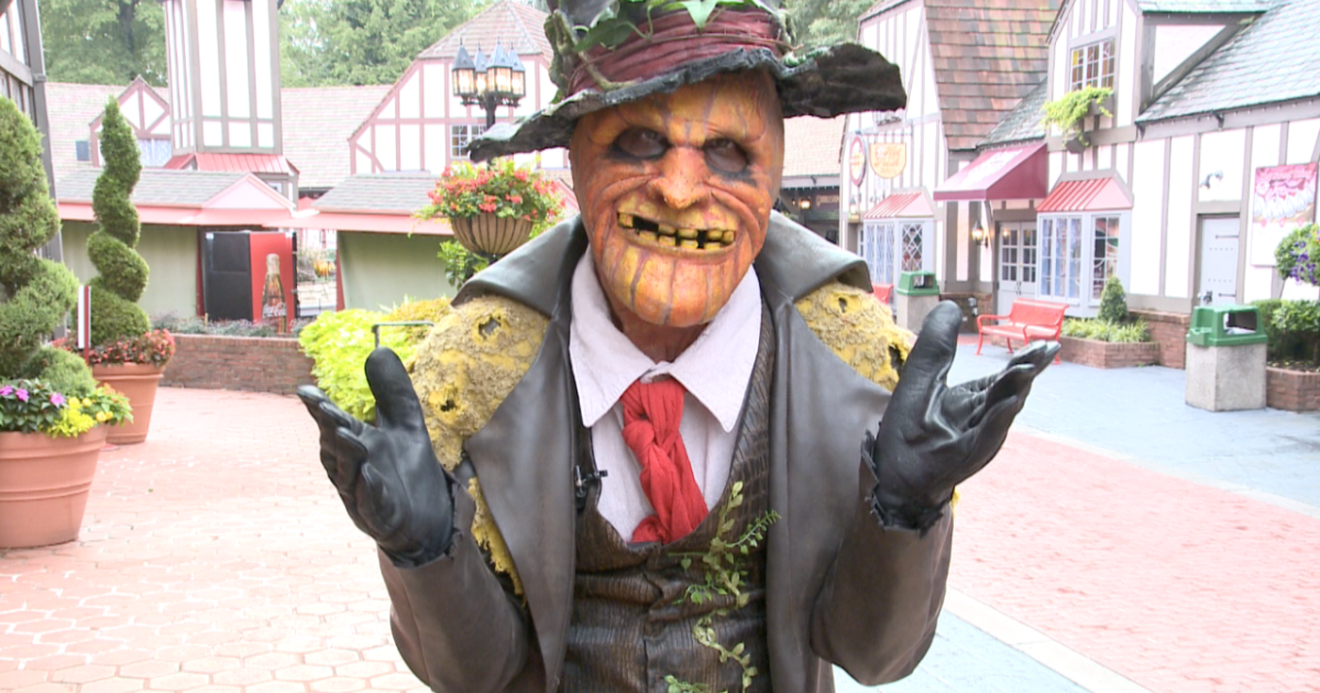 """Scaring and entertaining - a look at how to become """"Howl-O-Scream"""" performer"""
