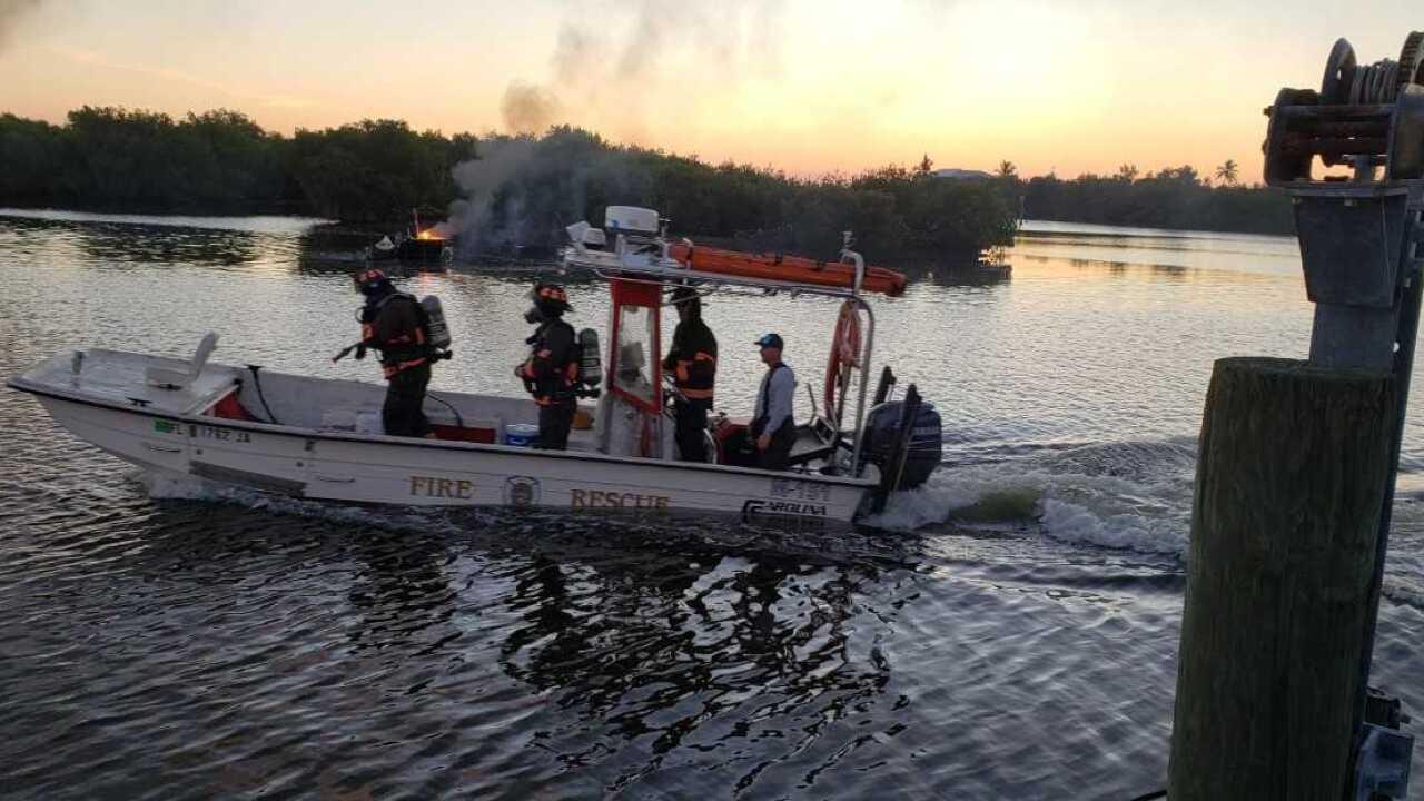 Boat fire Bokeelia 4.jpg
