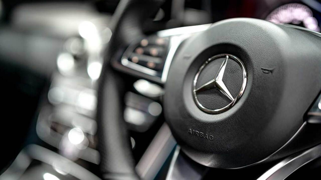 Report Mercedes Benz Recalling More Than 22 000 Vehicles