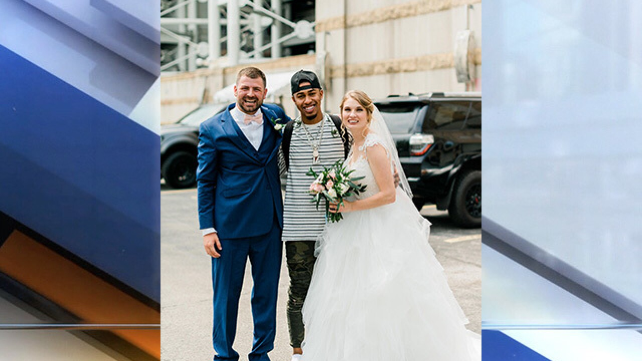 Couple takes wedding photos with Indians players