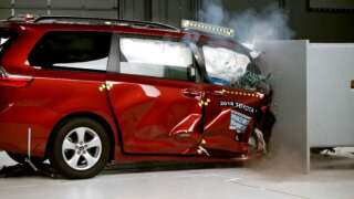 Minivan safety tests lead to mixed results