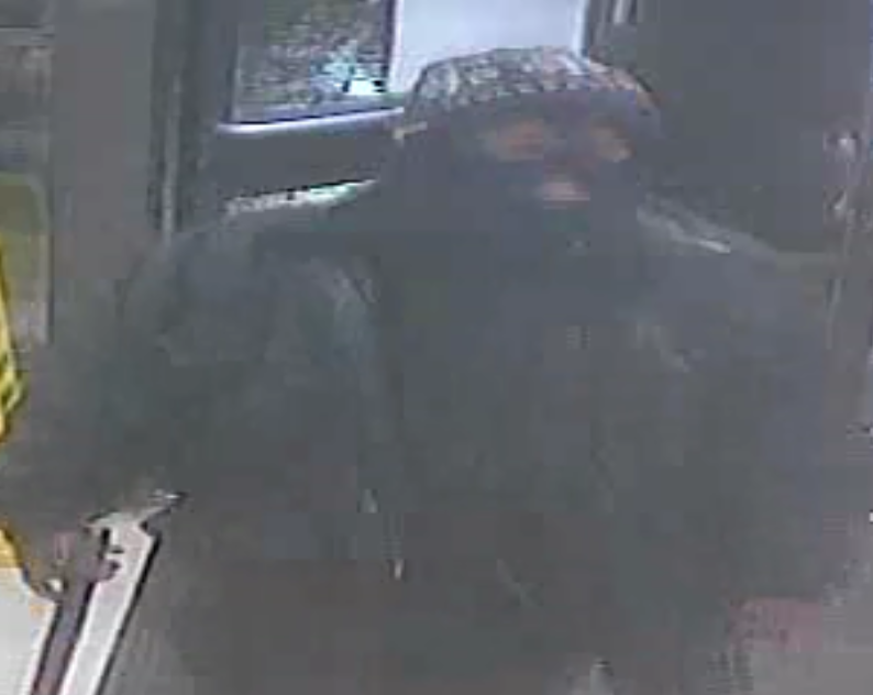 Photos: Two suspects wanted after armed robbery at Portsmouth conveniencestore