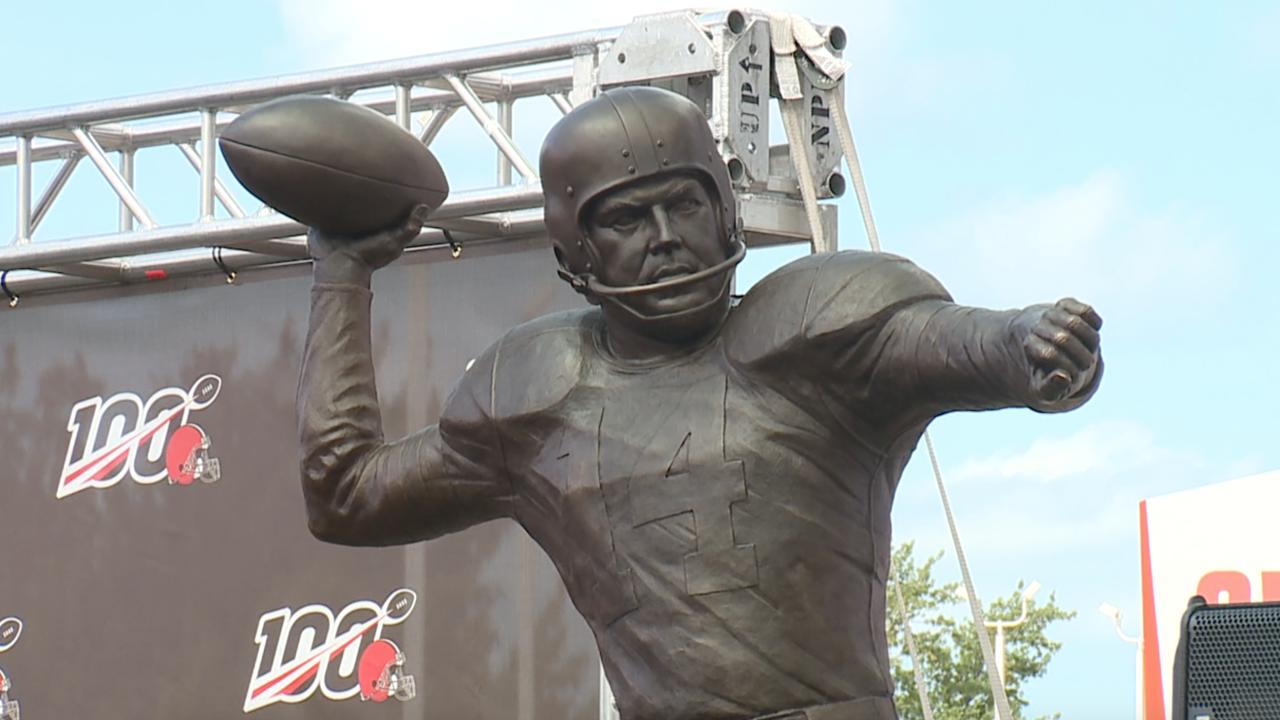 Otto Graham statue