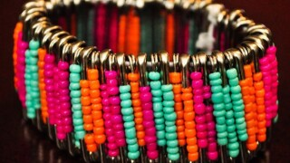 Safety Pin Bracelets: A craft that keeps kidsbusy