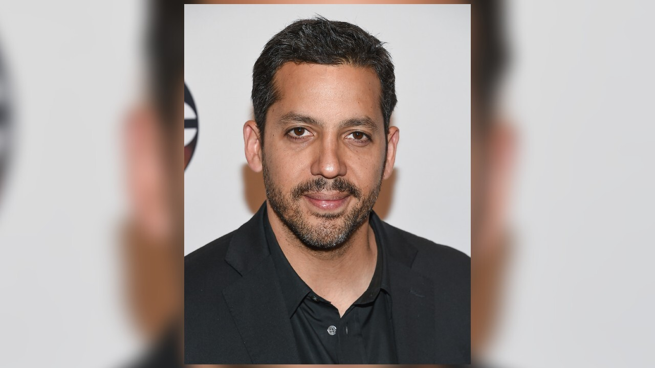 Magician David Blaine to fly over NYC by holding balloons