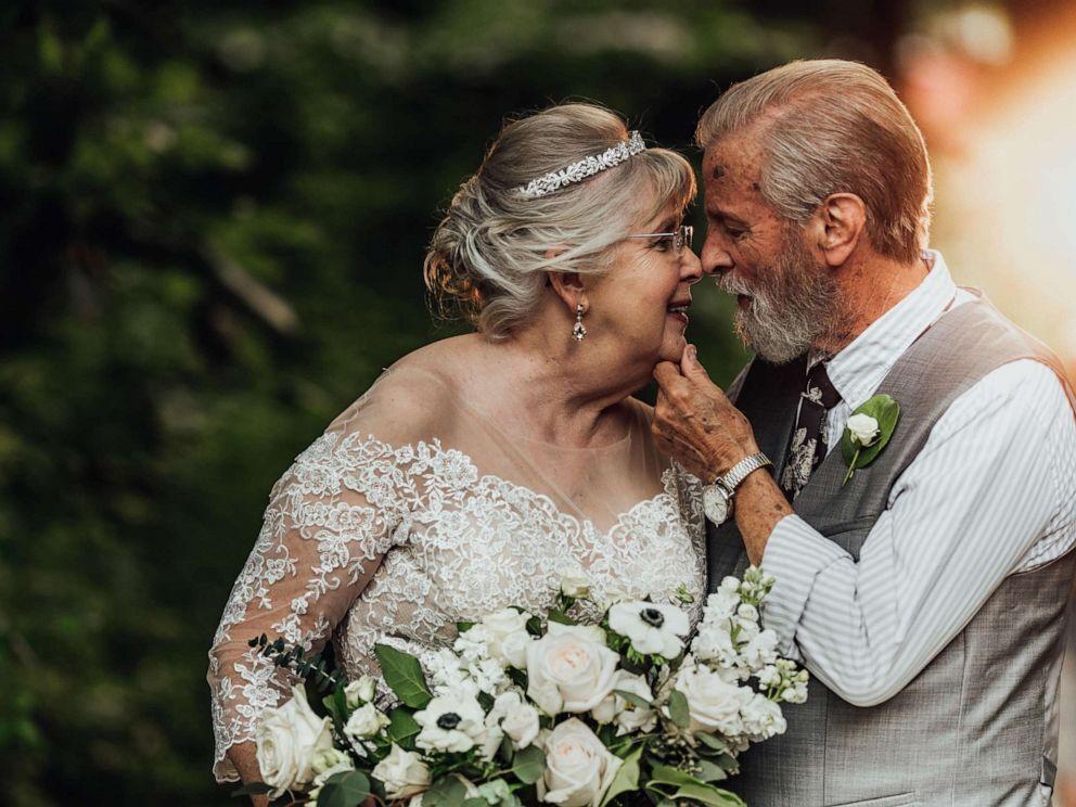 photographer-captures-grandparents-anniversary-MAIN-ht-np-190628_hpMain_4x3_992.jpg