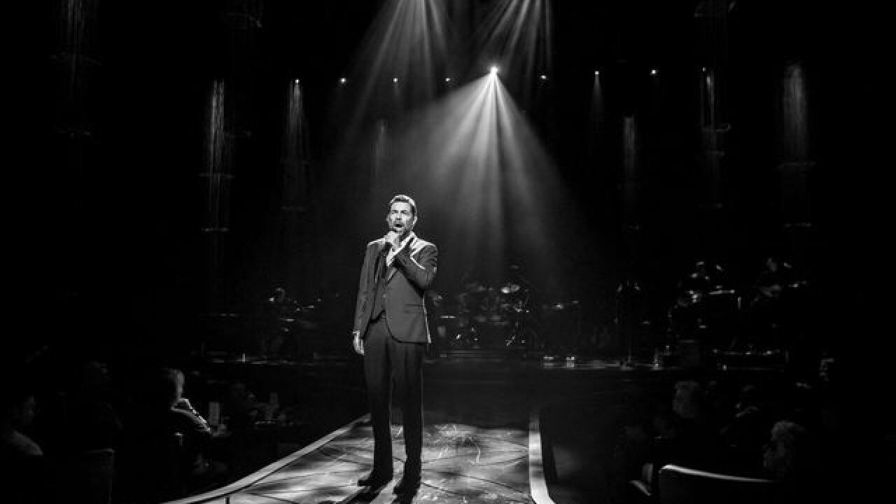 Guests welcome Clint Holmes show at Palazzo