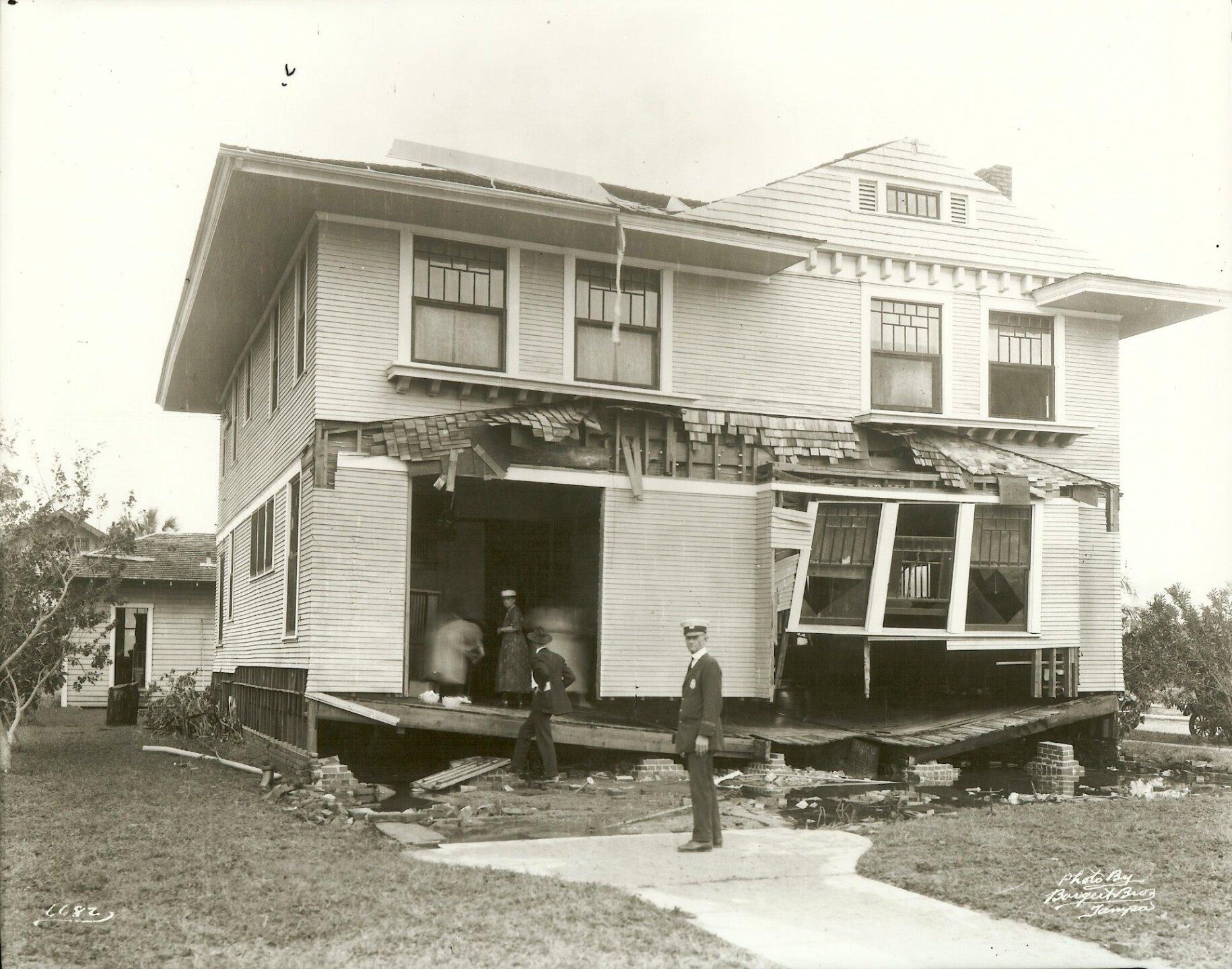 tbhc - 1921 hurricane - hyde park-bayshore.jpg
