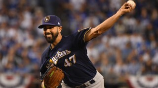 Gio Gonzales signs one-year deal with Brewers.