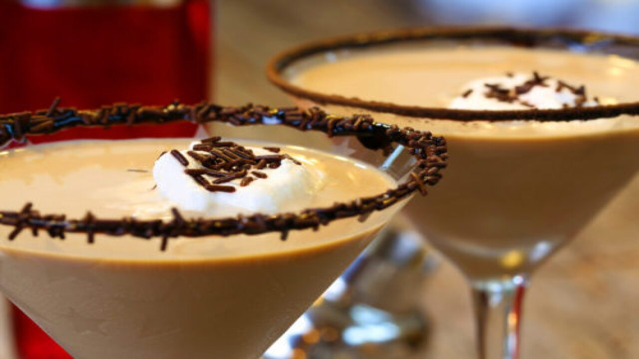 This S'mores Martini Is Perfect For Drinking Around The Campfire