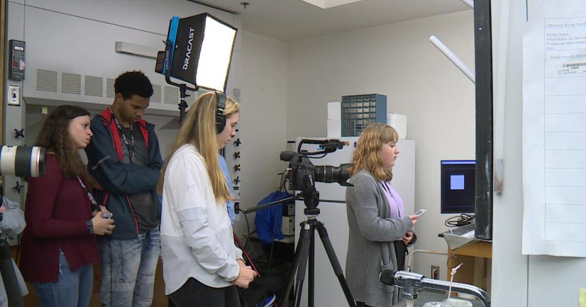 Journalism students get lesson in news literacy