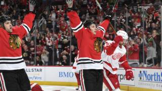 Blackhawks score four unanswered to rally past Red Wings