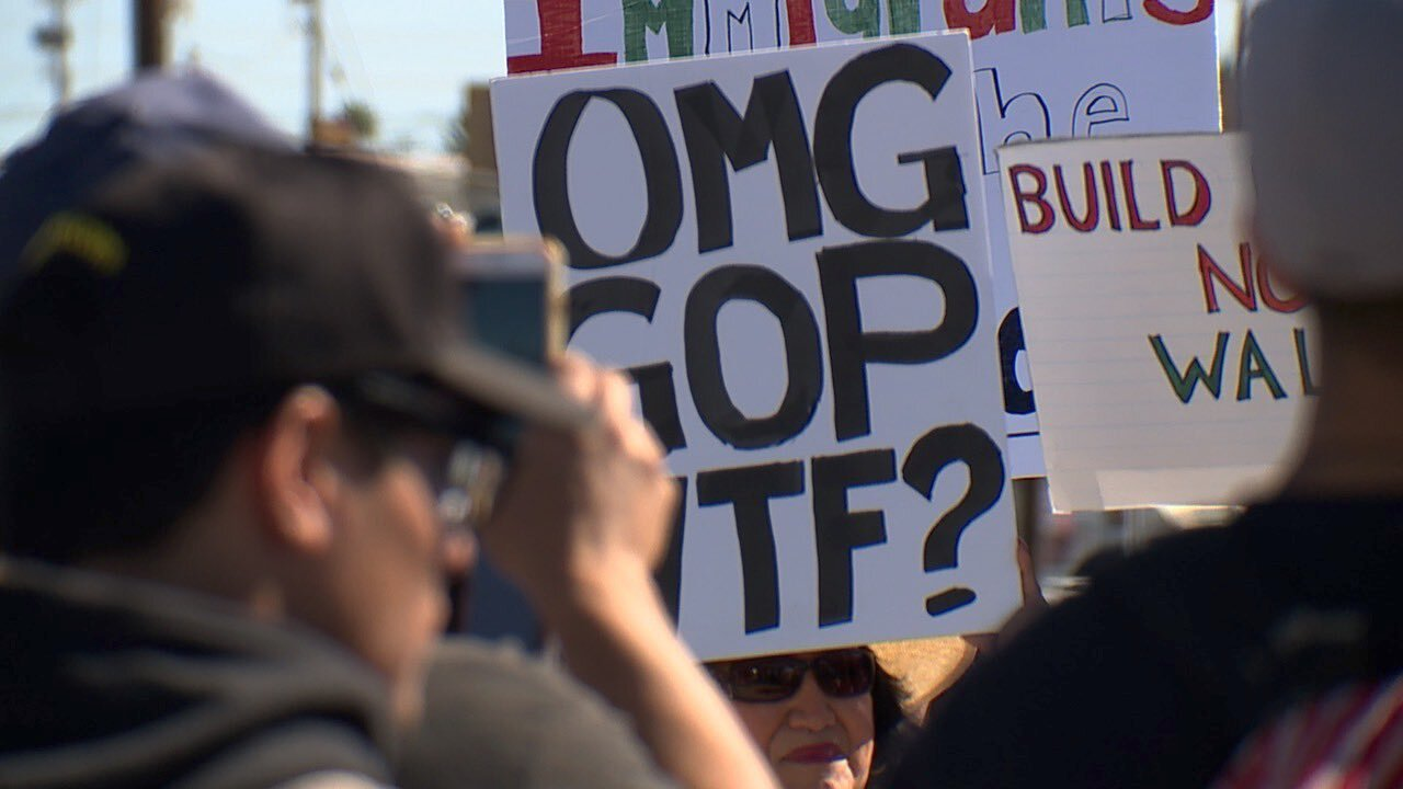 calexico trump visit_trump protestors.jpg