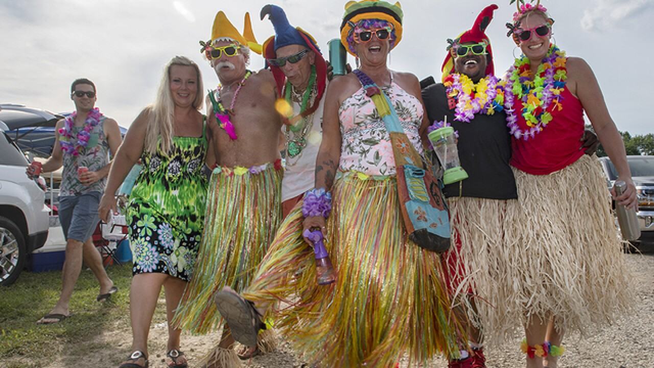 PHOTOS: Parrotheads party outside Riverbend before Jimmy
