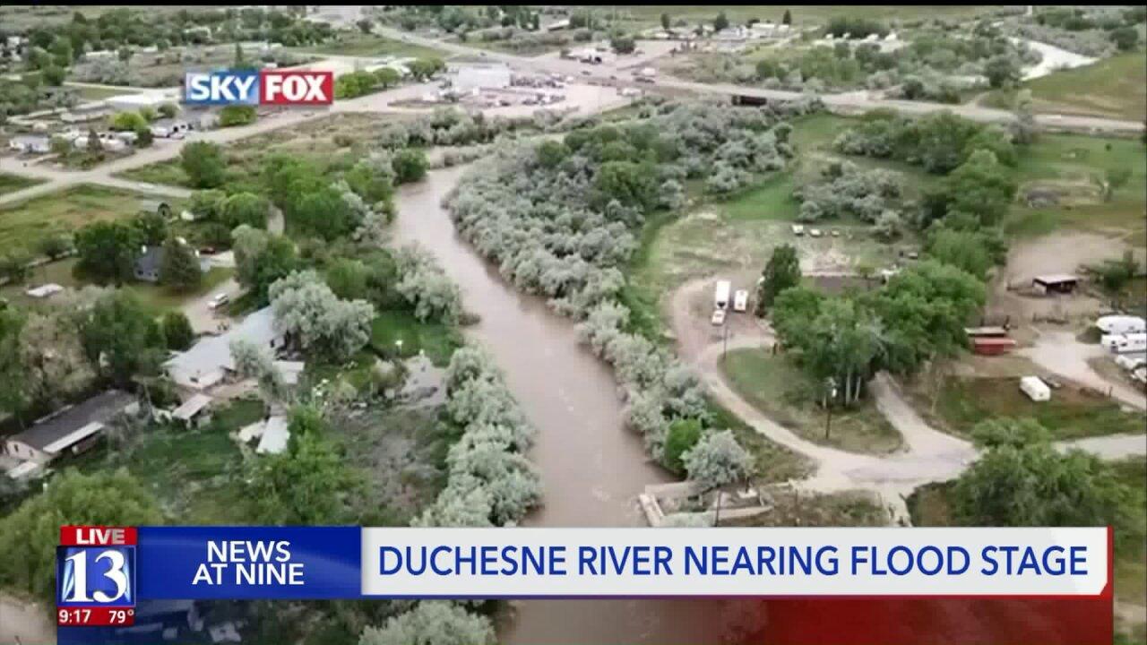 Duchesne River under flood warning, homeowners bracing withsandbags