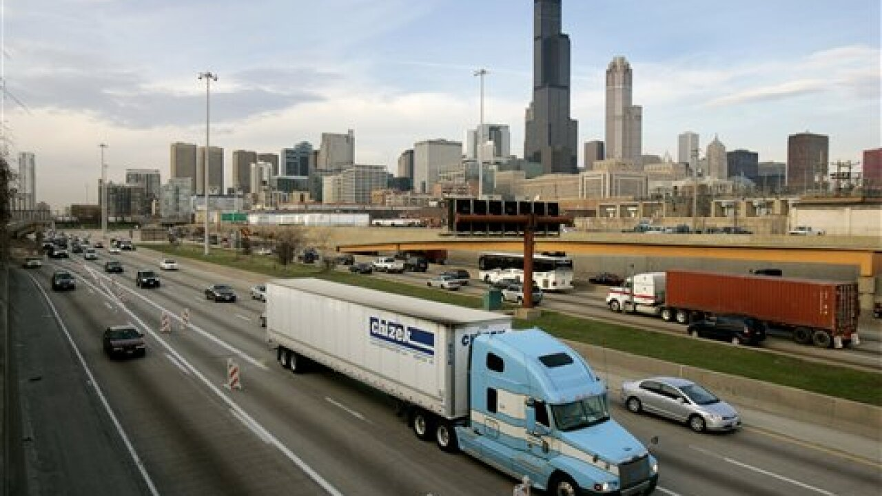 Horse disrupts busy Chicago interstate at rush hour