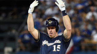 Erik Kratz signs 1-year contract to stay in Milwaukee