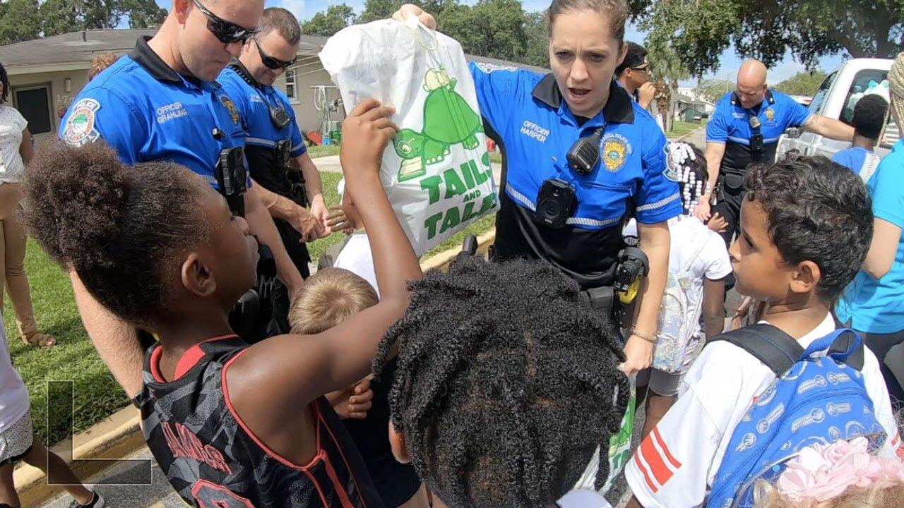 Police-deliver-hundreds-of-books-to-Sarasota-community-WFTS-LANE-PKG.jpg