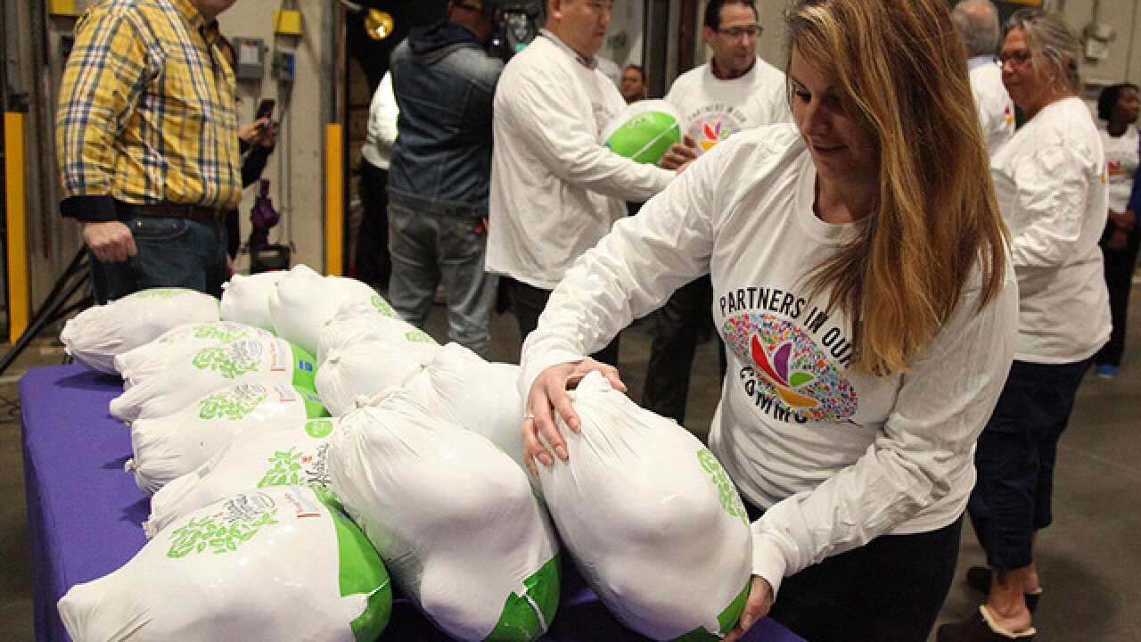 Maryland Food Bank gets 1,000 turkeys from Giant