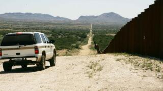border-patrol-car-patroling-on-border-725x483.jpg