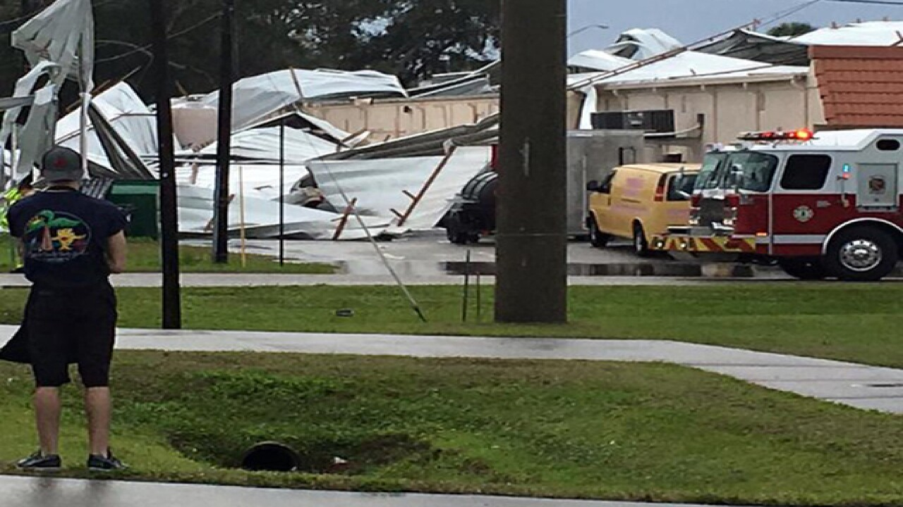 Winds blow roof off Ark Plaza in Venice