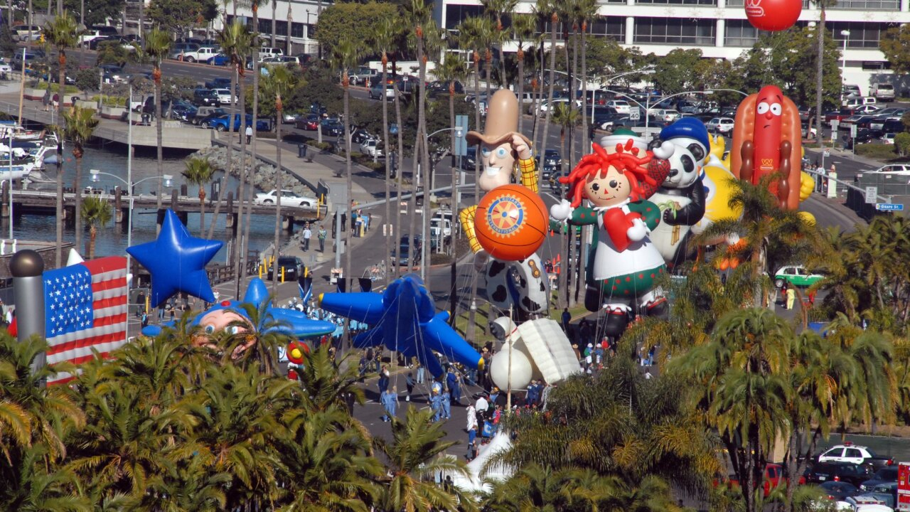 holiday bowl parade big bay balloon parade port of san diego_2.jpg