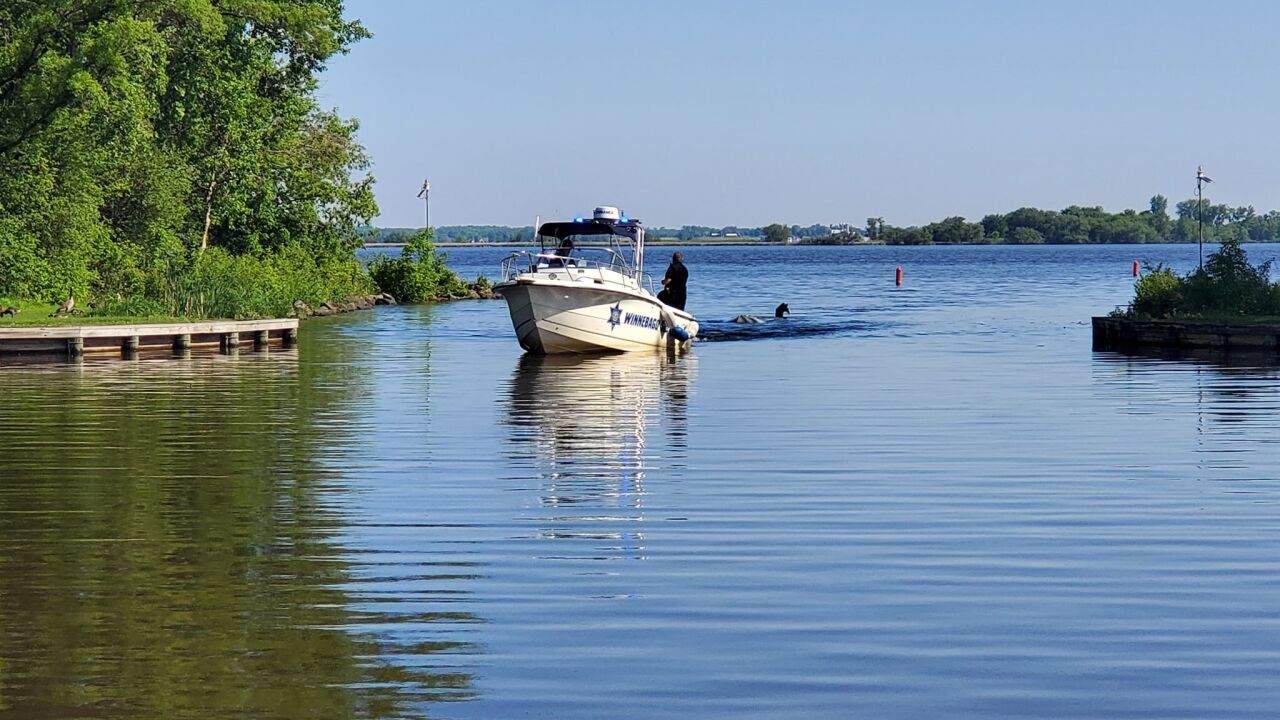Winnebago Co. Officials drag in capsized boat from Lake Butte des Morts