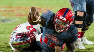 FAU Owls QB Javion Posey reaches for yardage vs. Western Kentucky Hilltoppers in 2020