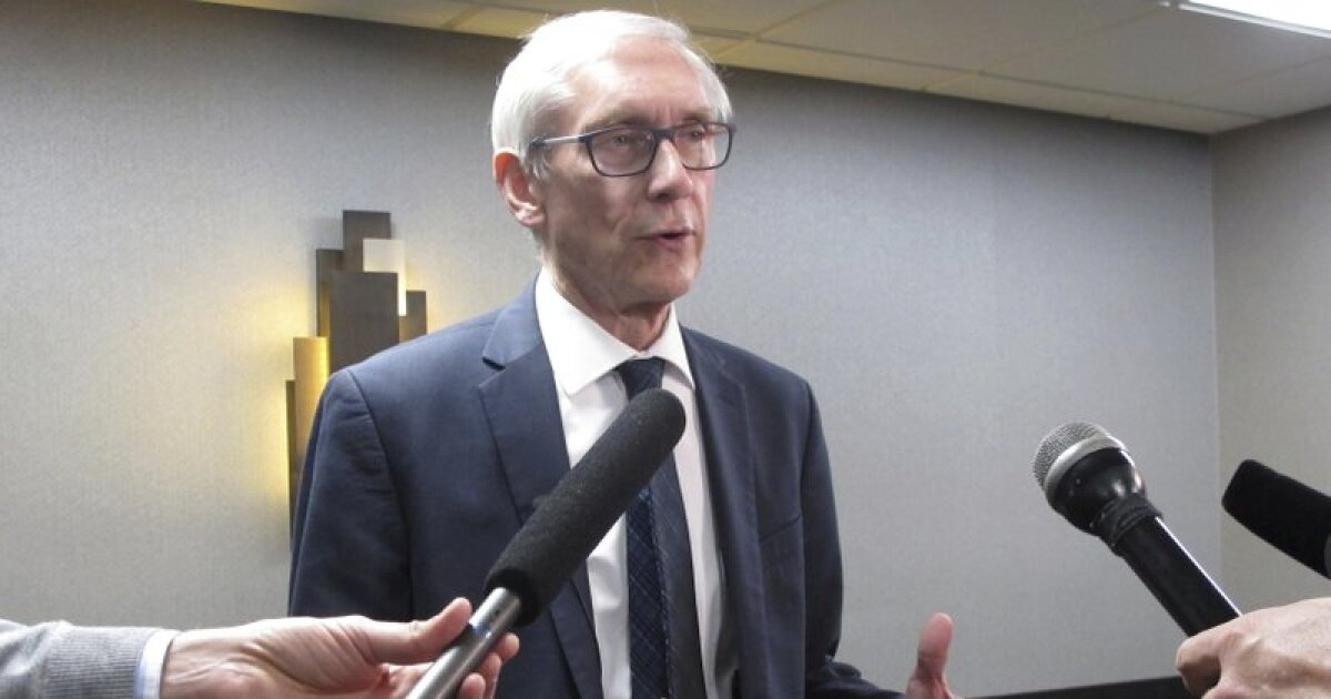 Evers picks Wisconsin to defeat Duke for NCAA championship
