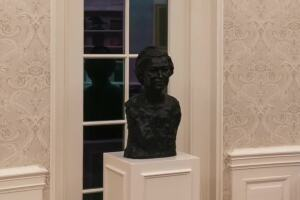 Bust by local artist now in Oval Office