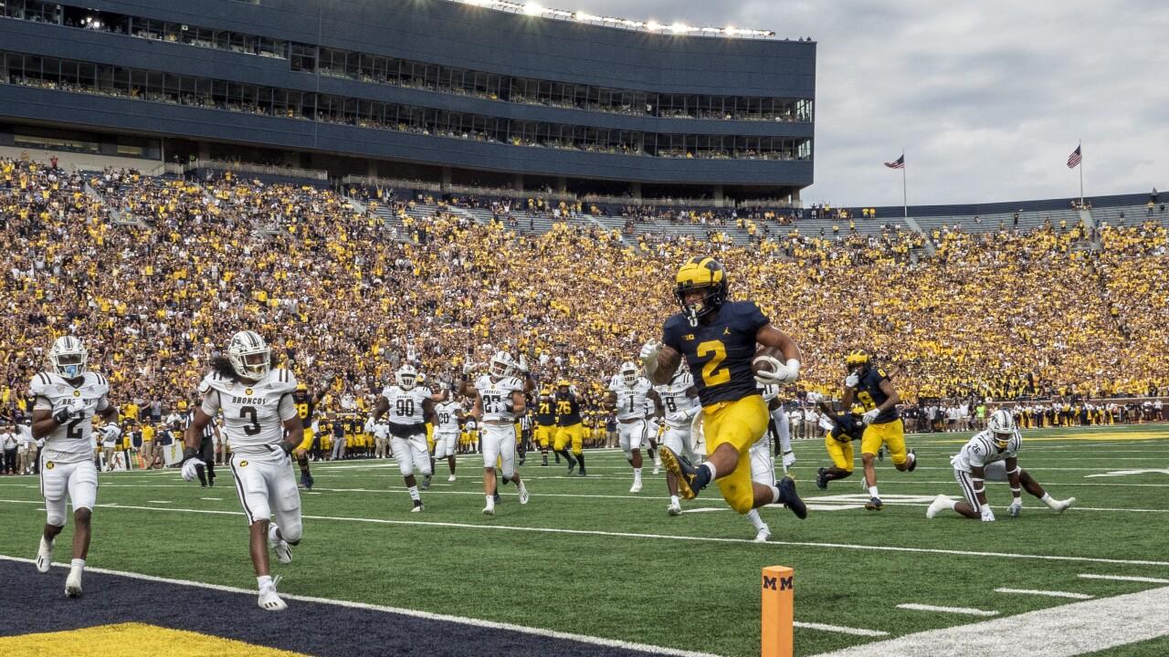 Blake Corum APTOPIX W Michigan Michigan Football