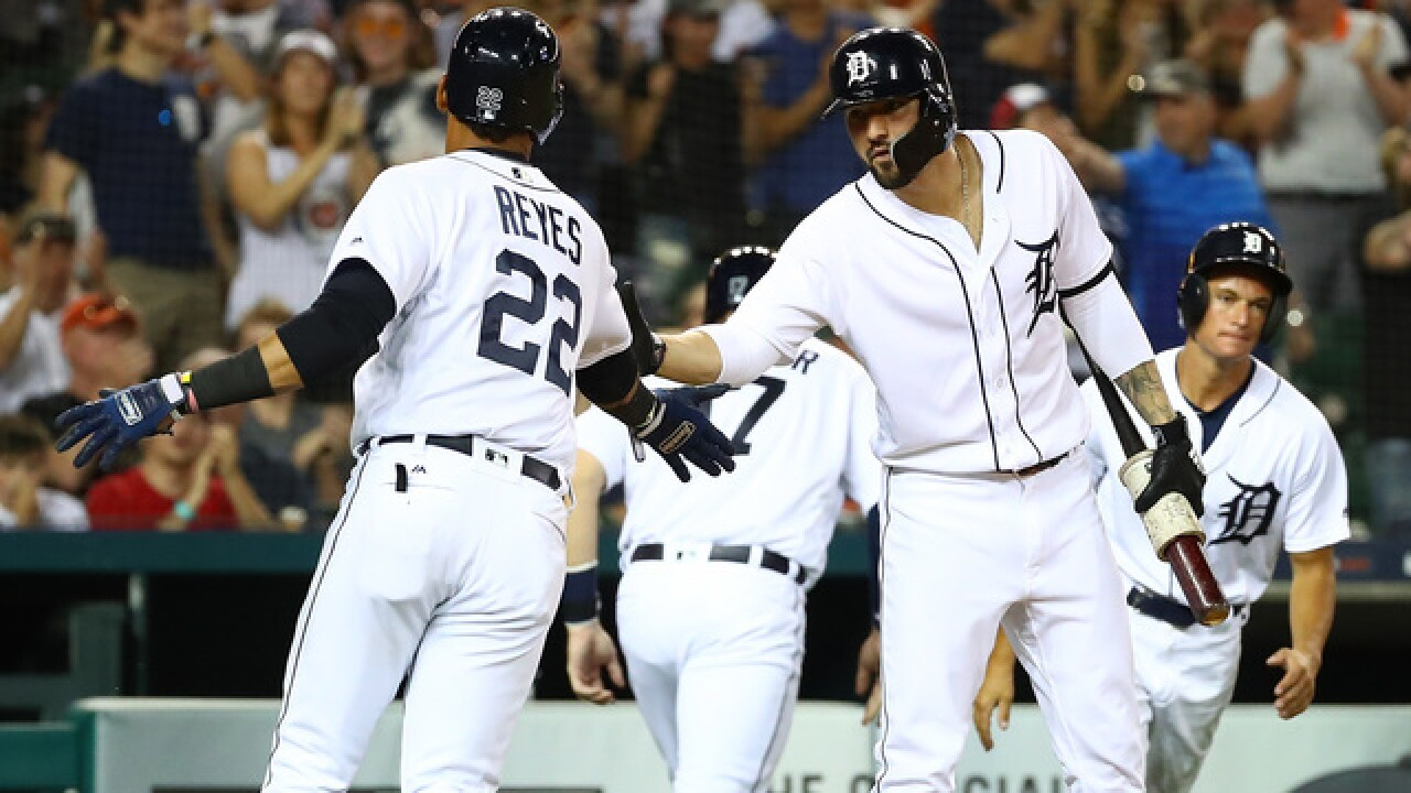 Reyes keys four-run rally in eighth as Tigers beat Twins
