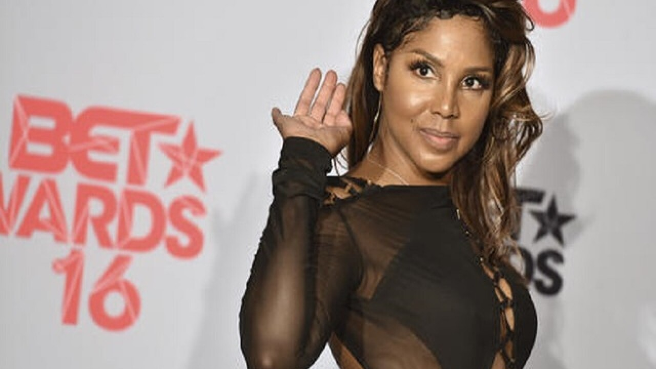 Toni Braxton back on tour following lupus hospitalization