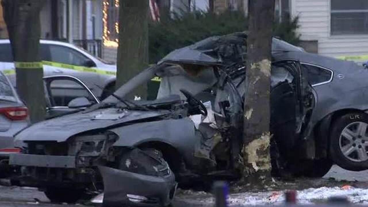 Man dies after crashing into tree, fleeing MPD