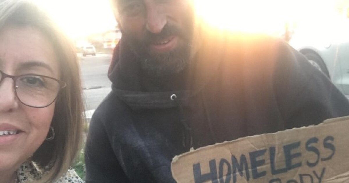 Woman learns big lesson after homeless man's kind gesture