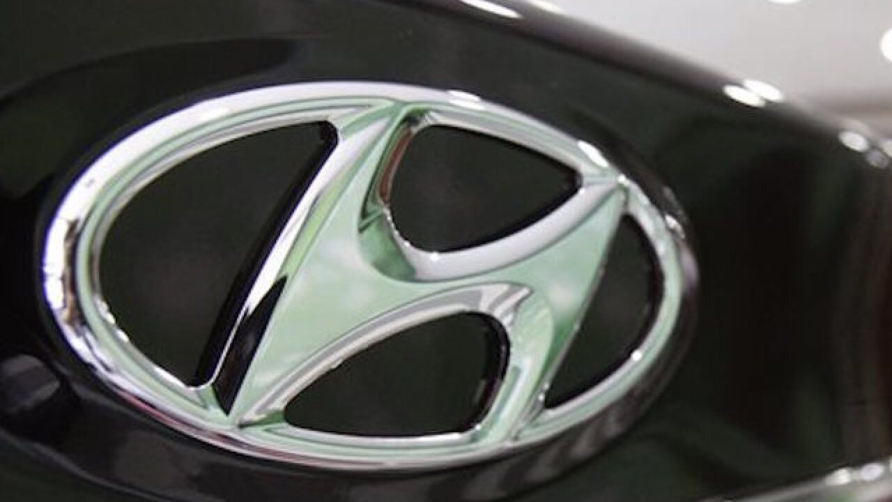 Hyundai recalls midsize cars; sunroofs can fly into traffic
