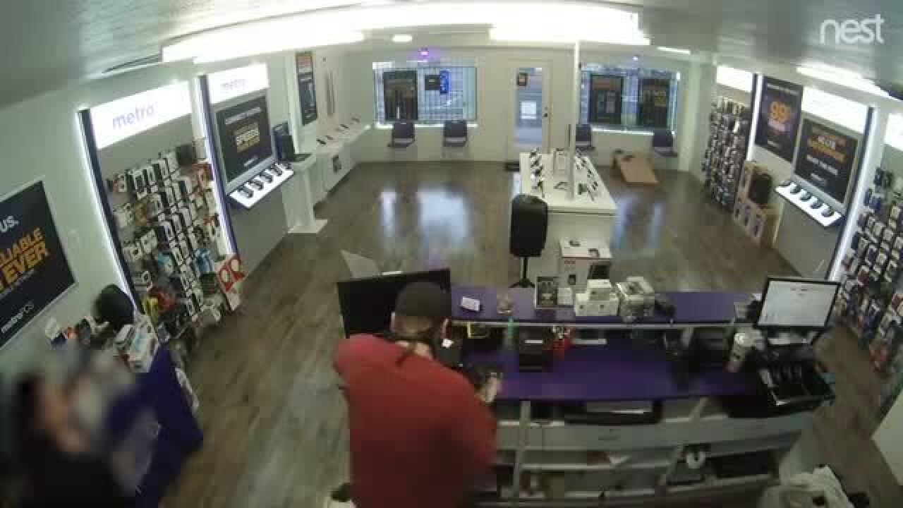 VIDEO: Chandler police searching for man who robbed Metro