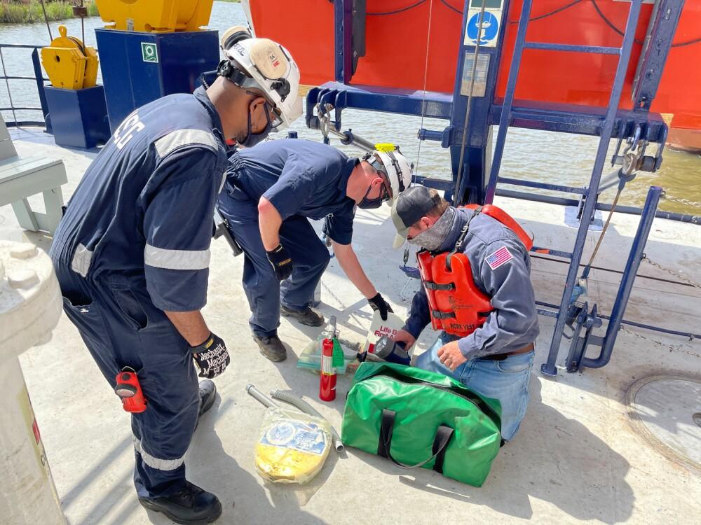US Coast Guard inspects SEACOR Eagle after SEACOR Power response 6.jpg
