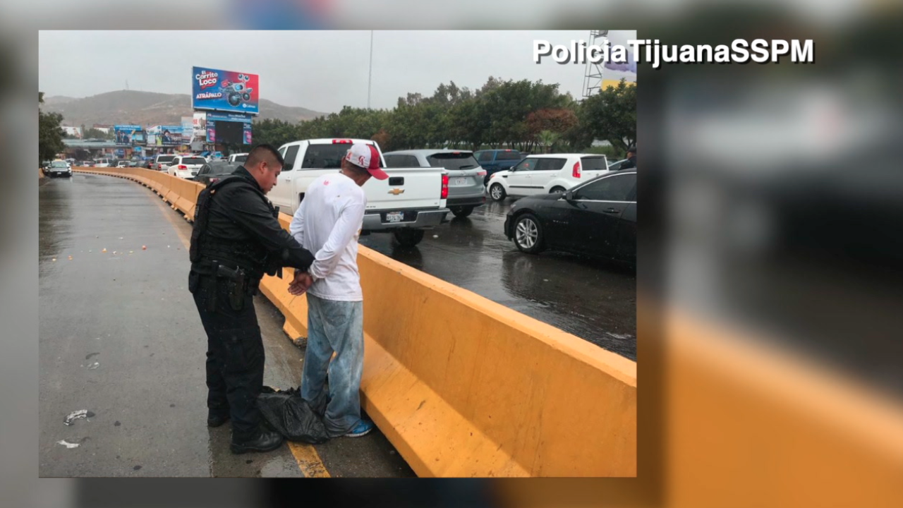 Fake police officers targeting people crossing from Tijuana into the US
