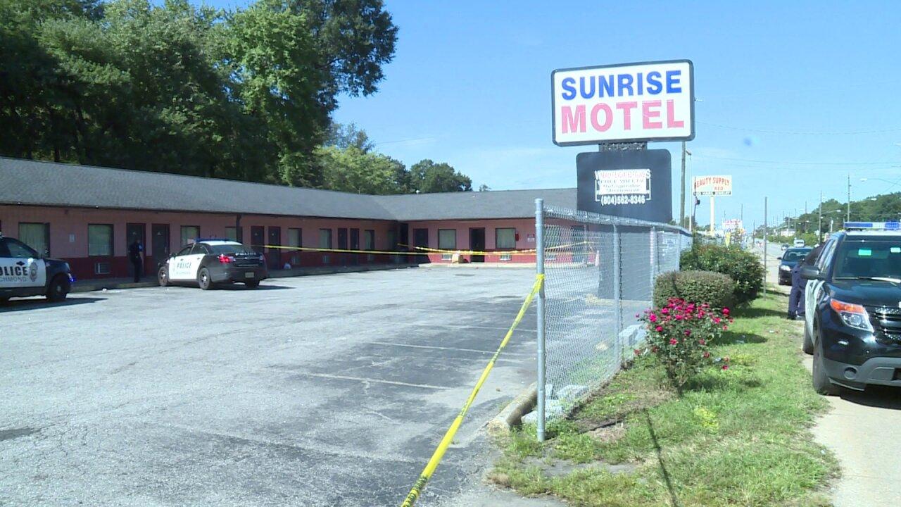 Man found shot in parking lot of South Richmondmotel