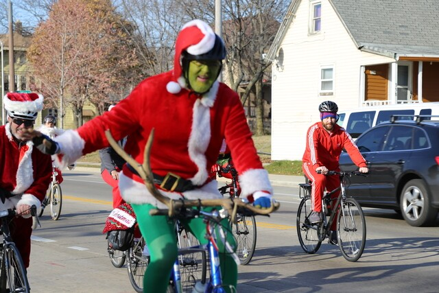 PHOTOS: Thousands of Santas invade the streets of Milwaukee