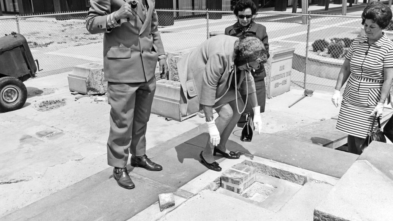 Norfolk Confederate monument time capsule (1970s)
